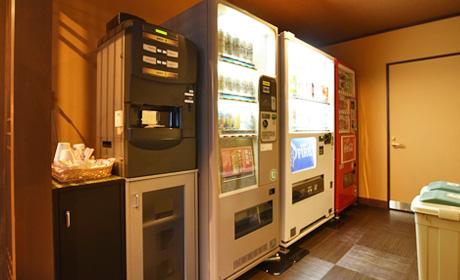 写真:自動販売機(本館2階共用エリア)
